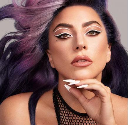 Lady Gaga trägt YVY